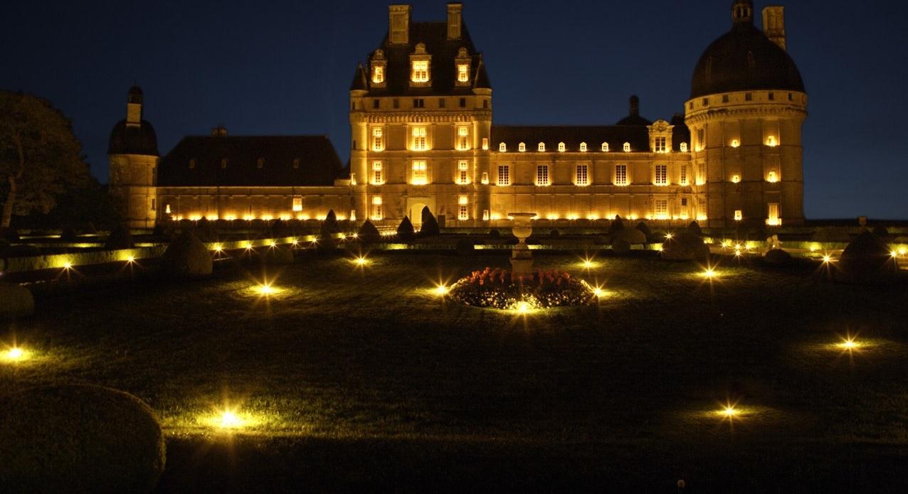 Дворец Во-ле-Виконт и вечер при свечах