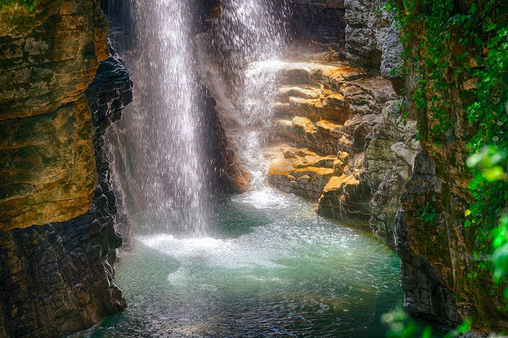Водопады Мартвильского каньона и висящие мосты Окаце