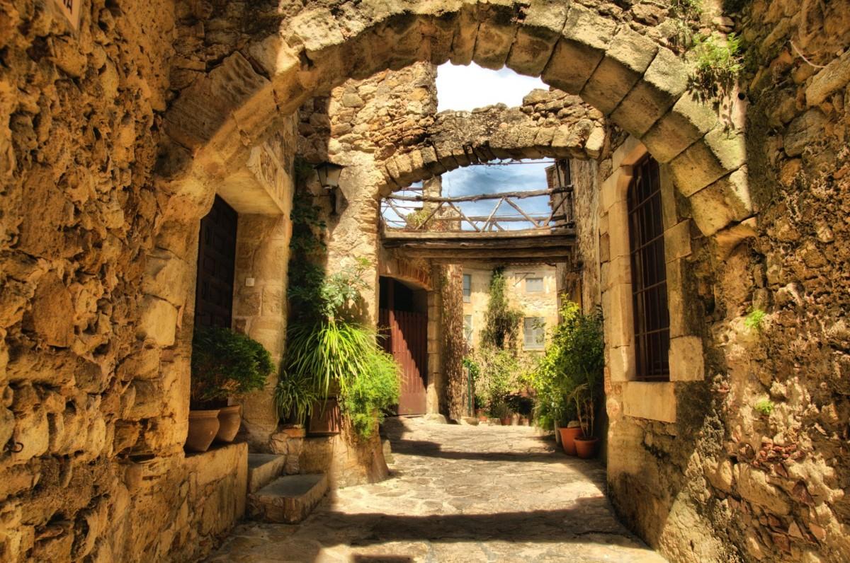 Средневековая Каталония: Рупит, Бесалу и Сантуари дель Фар