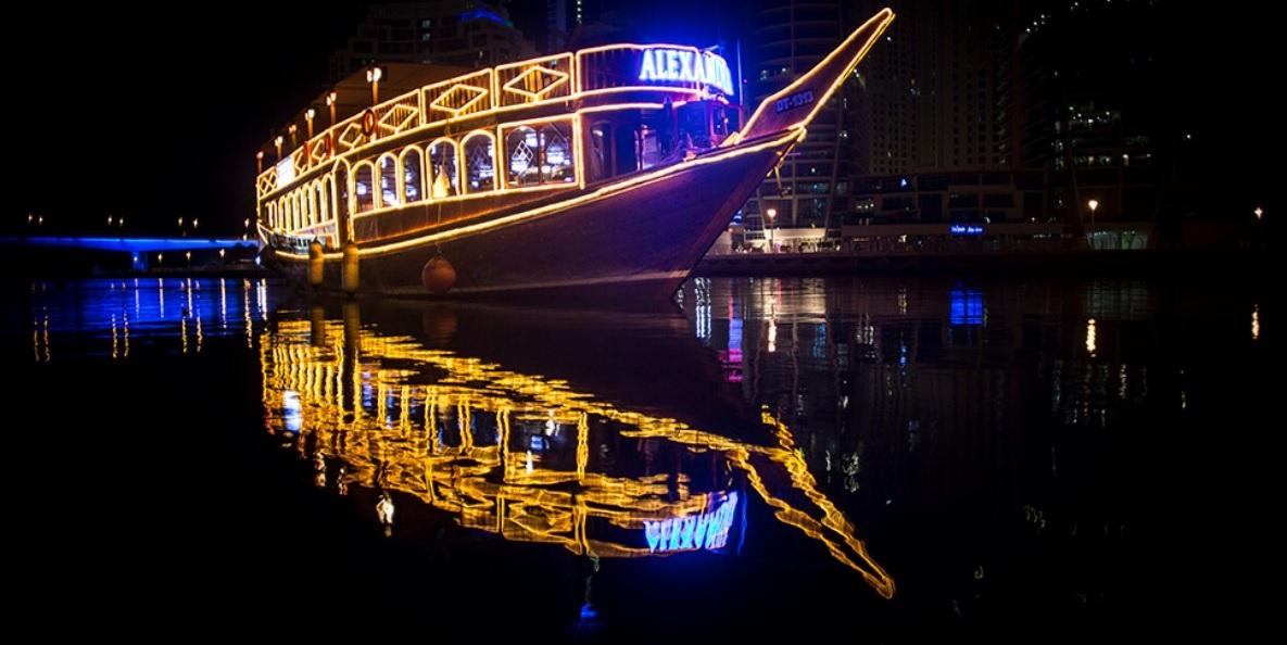 Ужин на арабской лодке в Абу-Даби