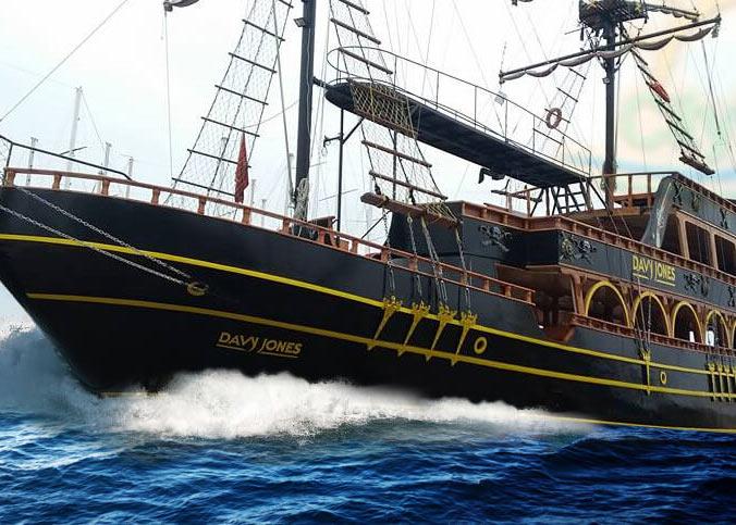 Пиратская яхта Mama Mia