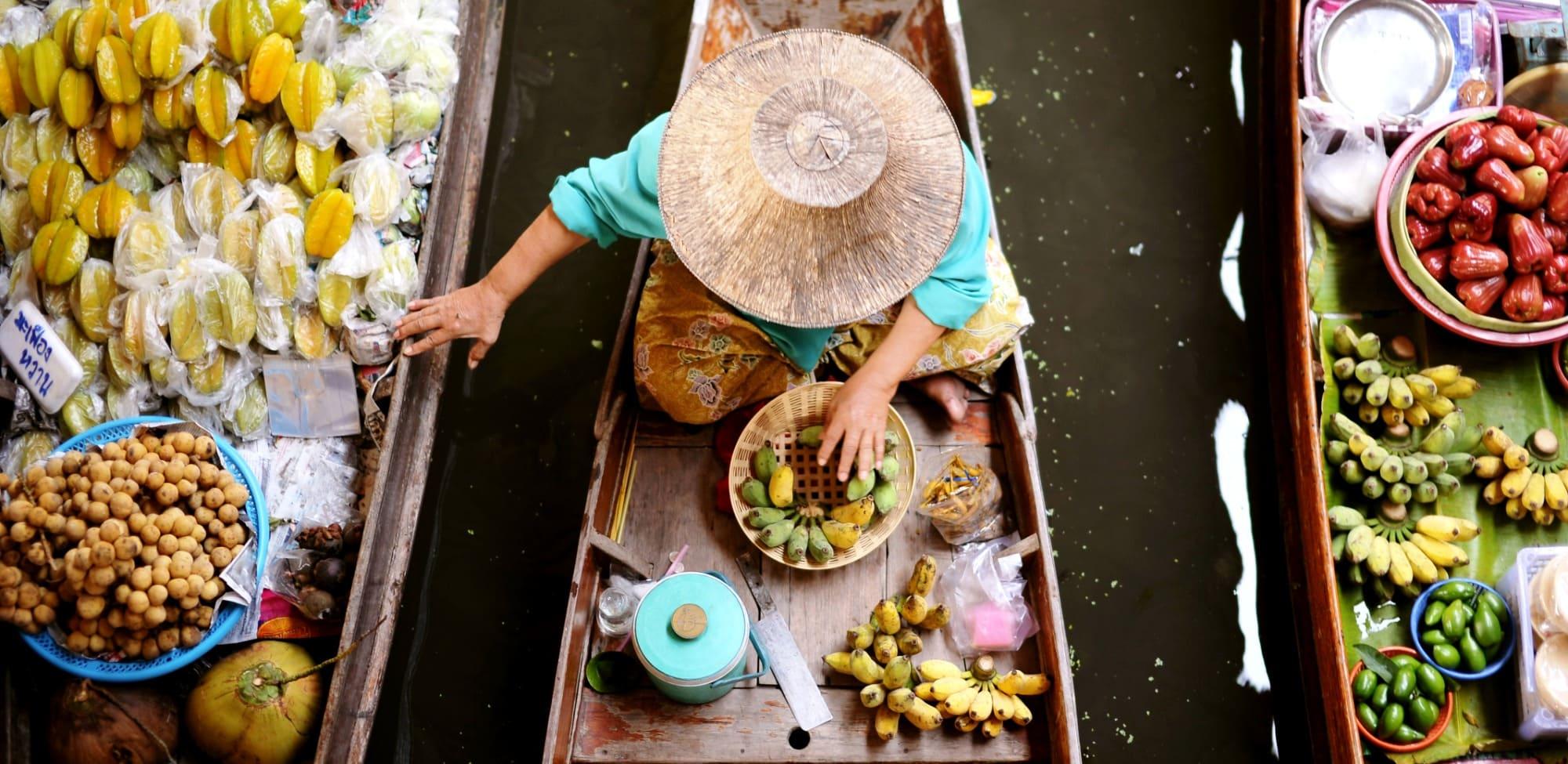 Поездка на плавучий рынок и рынок на рельсах