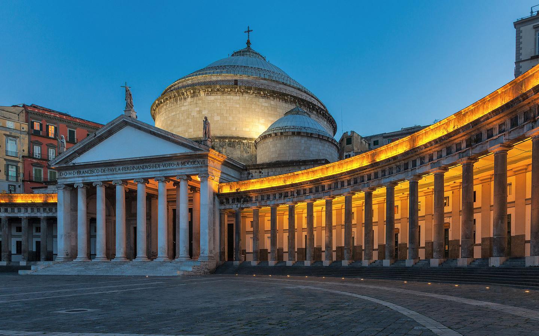 Вечерний Неаполь зажигает огни