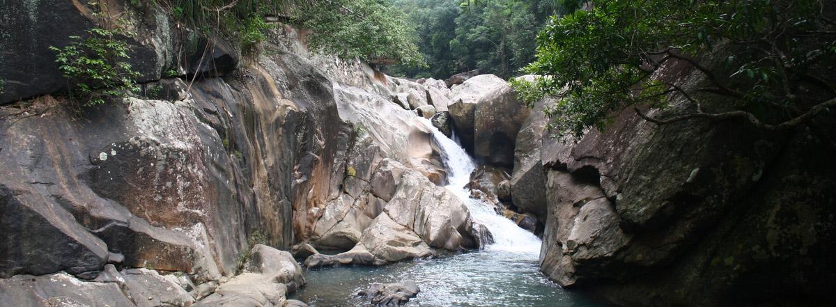 Водопад Бахо и дикий пляж
