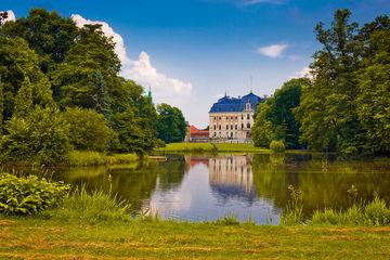 Замок Пшчина, замок в Промнице и Тынецкое аббатство