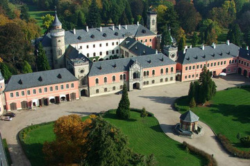 Тур в Замок Сихров и город Турнов на фабрику Чешского Граната