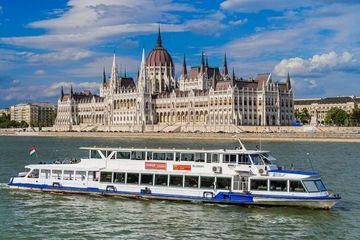Теплоходные прогулки по Дунаю (отправление в 14:00)