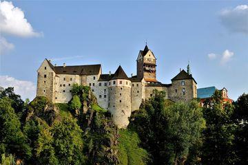 Замок Локет и костел с привидениями